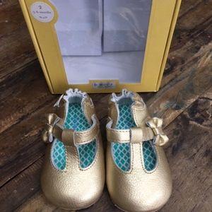 NIB Robeez Gold Metallic T-Strap Mary Jane's 3-6m